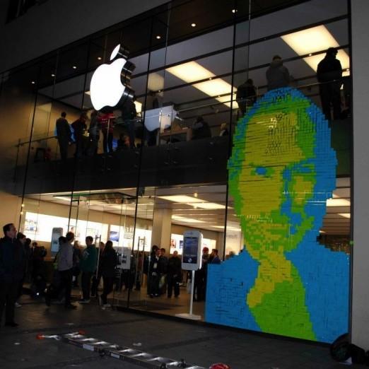 Tributo a Steve Jobs en post-its